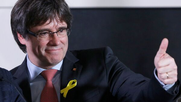 Carles Puigdemont, the dismissed President of Catalonia, arrives to speak after watching the results of Catalonia's regional election in Brussels, Belgium, December 21, 2017. - Sputnik France