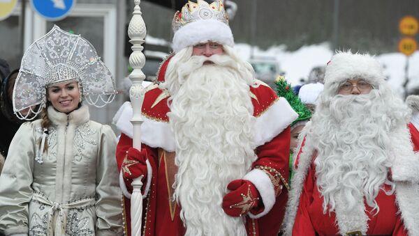 Дед Мороз и Йоулупукки во время встречи на пограничном переходе Брусничное в Ленинградской области - Sputnik France
