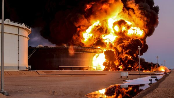 Fire rises from an oil tank in the port of Es Sider, in Ras Lanuf, Libya, in this file picture taken January 4, 2016. - Sputnik France