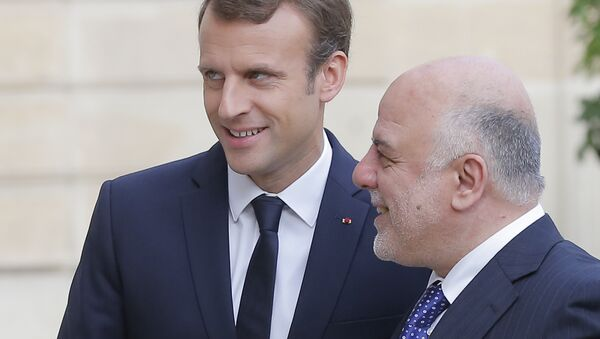 French President Emmanuel Macron, left, welcomes Iraqi Prime Minister Haider al-Abadi at the Elysee Palace in Paris, Thursday, Oct. 5, 2017. - Sputnik France