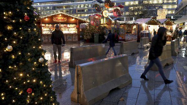 Anti-Terror-Sperren auf dem Weihnachtsmarkt in Berlin - Sputnik France