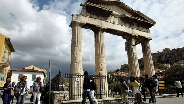 Tourists  walk outside the gate of the ancient Roman agora in Athens, Greece - Sputnik France