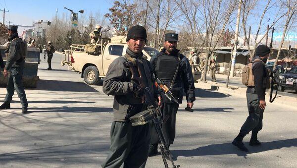 Afghan policemen stand guard at the site of a blast in Kabul, Afghanistan December 28, 2017 - Sputnik France