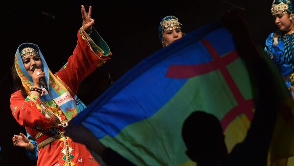 Amazigh singer Fatima Tabaamrant performs during the festival Edition Tiwsi  to celebrate the Amazigh new year, also called Yennayer, the 2,965th year, on January 12, 2015 in Tiznit, Morocco. - Sputnik France