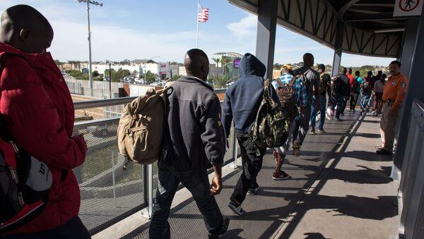 Migranten an der amerikanisch-mexikanischen Grenze (Archivbild) - Sputnik France