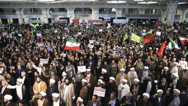 Iranian protesters chant slogans at a rally in Tehran, Iran, Saturday, Dec. 30, 2017 - Sputnik France