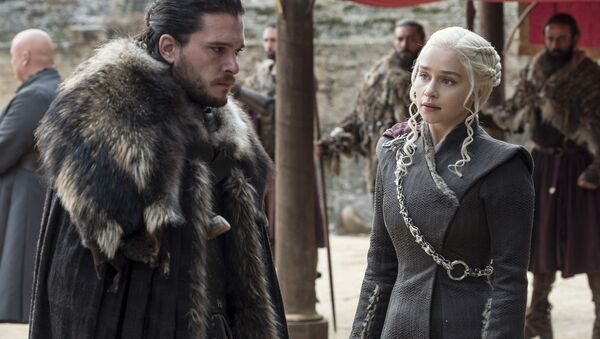 This image released by HBO shows Kit Harington, left, and Emilia Clarke on the season finale of Game of Thrones. The series set yet another audience record Sunday with its seventh-season finale. - Sputnik France