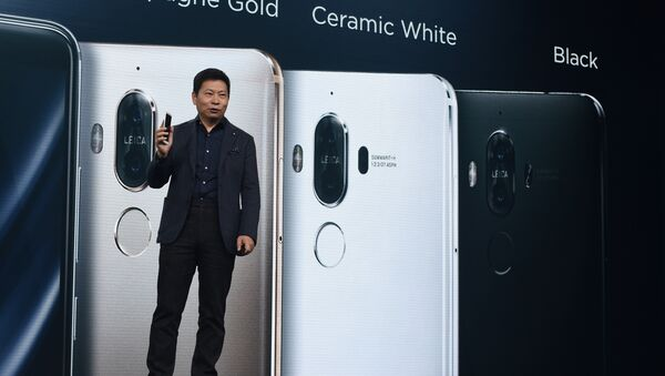 CEO of Huawei presents the new Huawei Mate 9 - Sputnik France