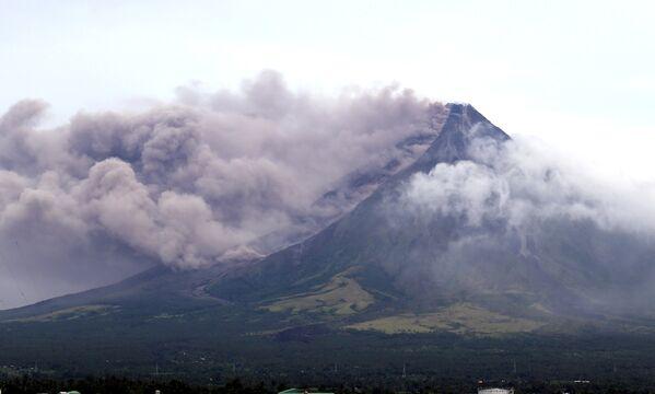 Éruption du volcan Mayon aux Philippines - Sputnik France