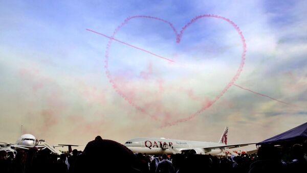 Une figure en forme de coeur lors d'un show aérien au Koweït - Sputnik France