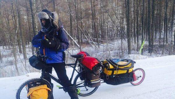 «Never Never», tel est l'intitulé du voyage du cycliste français Yves Chaloin - Sputnik France