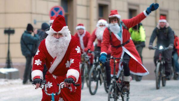 Ho Ho Ho! Défilé cycliste des Grands-Pères Gel à Saint-Pétersbourg - Sputnik France