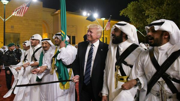 US President Donald Trump joins dancers with swords at a welcome ceremony ahead of a banquet at the Murabba Palace in Riyadh on May 20, 2017. - Sputnik France