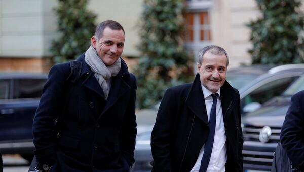 Corsica's newly-relected regional leaders Gilles Simeoni (L) and Jean-Guy Talamoni (R) arrive for a meeting with French Prime Minister Edouard Philippe at Matignon in Paris, France, January 22, - Sputnik France