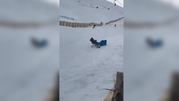 When you and your mates go snow boarding for the first time. - Sputnik France