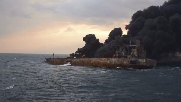Le pétrolier iranien Sanchi en flammes - Sputnik France
