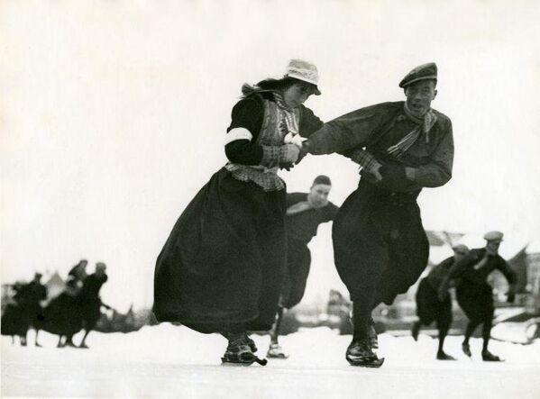 Des loisirs d'hiver style rétro, en images - Sputnik France