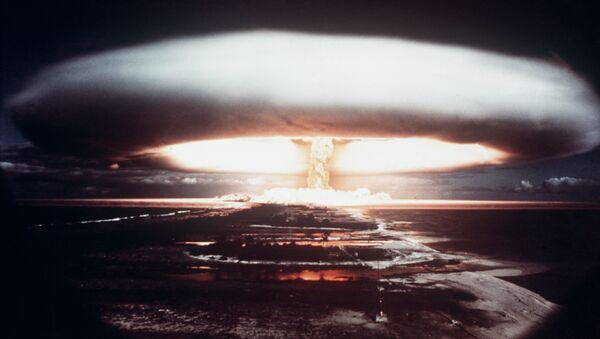 Une test nucléaire français à Mururoa (1971) - Sputnik France