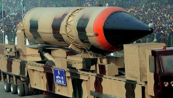 Missile balistique à capacité nucléaire indien Agni III (image d'archives) - Sputnik France