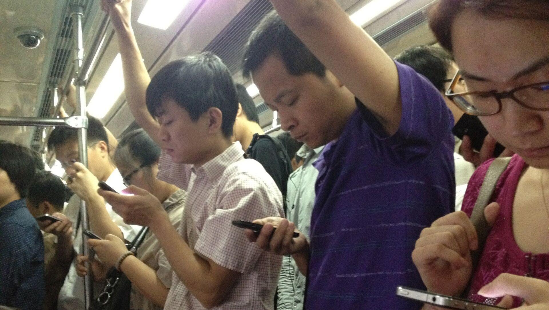 Des utilisateurs de smartphones chinois  - Sputnik France, 1920, 30.08.2021