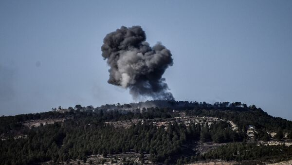 A plume of smoke rises from inside Syria, during Turkish forces bombardment, part of an offensive codenamed Operation Olive Branch, in the Kurdish-controlled enclave of Afrin, Syria, as seen from the border with Syria, in Kilis, Turkey, Sunday, Jan. 28, 2018. - Sputnik France