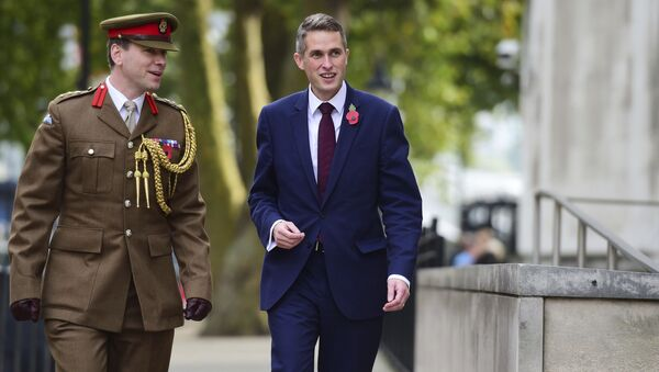 Gavin Williamson, right, outside the Ministry of Defence in London after he was named as the new Secretary of State for Defence following the resignation of Sir Michael Fallon who admitted his behaviour had fallen below the high standards required in the role, Thursday, Nov. 2, 2017. - Sputnik France