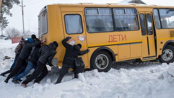 Сельская зимняя спартакиада в селе Евгащино Омской области - Sputnik France