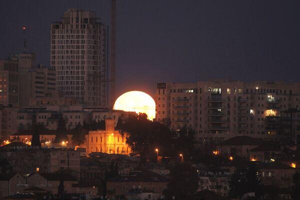 L'éclipse de la Super lune dans différents pays du monde - Sputnik France