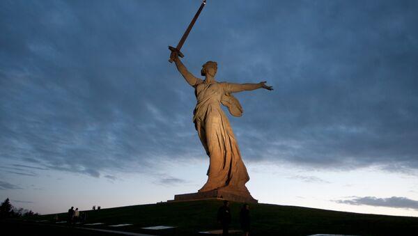 Le monument La mère Patrie appelle dédié aux héros de la bataille de Stalingrad - Sputnik France