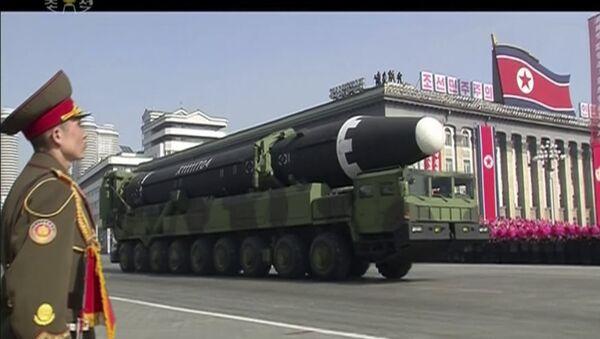Un missile Hwasong-15 au défilé militaire à Pyongyang - Sputnik France