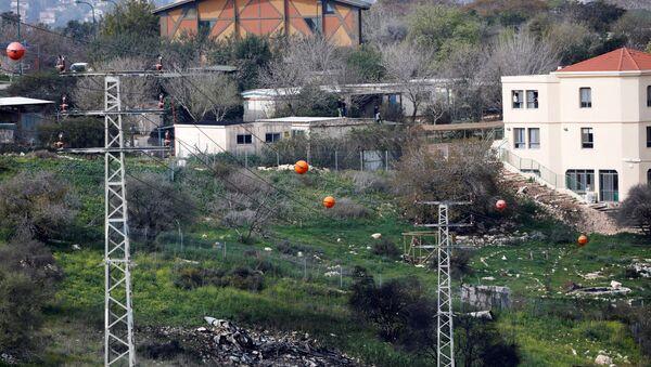 The remains of an F-16 Israeli war plane are seen near the Israeli village of Harduf, February 10, 2018. REUTERS/ Ronen Zvulun - Sputnik France