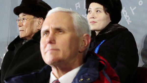 Le vice-Président US Mike Pence et la soeur cadette du dirigeant nord-coréen Kim Jong-un, Kim Yo-jong lors de l'ouverture des JO-2018 à Pyeongchang - Sputnik France
