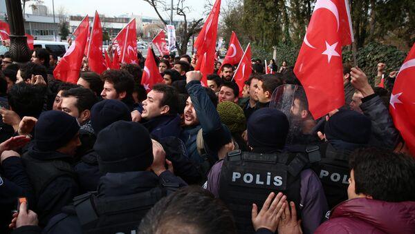 Tillerson en Turquie: la police utilise du gaz poivre contre les manifestants - Sputnik France