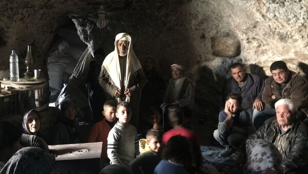 Les réfugiés kurdes se cachent de l'aviation et de l'artillerie turques dans les grottes de montagne du canton d'Afrin. - Sputnik France