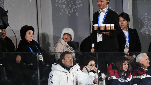 Kim Yo-jong, la sœur du dirigeant nord-coréen Kim Jong-un, le Président sud-coréen Moon Jae-in et le vice-président américain Mike Pence pendant la cérémonie d'ouverture des Jeux olympiques de Pyeongchang - Sputnik France