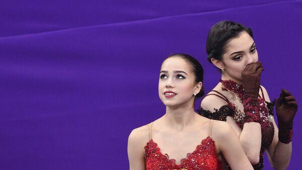 Alina Zagitova (à gauche) et Evgenia Medvedeva - Sputnik France