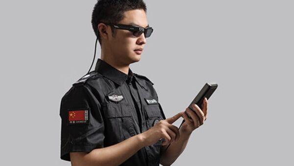 Comment on a ajouté de l'intelligence artificielle aux policiers chinois - Sputnik France