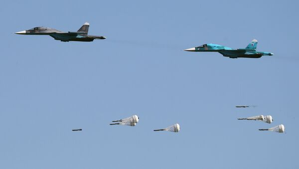 Su-34 fighter-bombers during the Aviadarts-2016 competition held as part of International Army Games - 2016 at the Dubrovichi training field in the Ryazan Region - Sputnik France