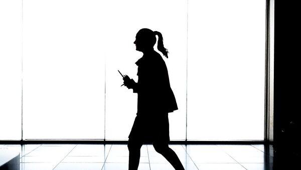 Женщина в офисе - Sputnik France