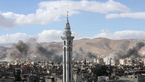 La fumée au-dessus de la Ghouta orientale, en Syrie - Sputnik France