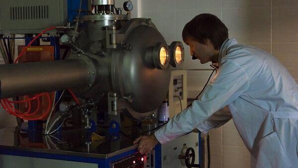 Des scientifiques créent des nanoparticules à partir de verres d'aluminium - Sputnik France