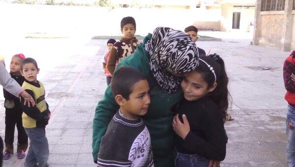 Une fillette syrienne raconte sa fuite sous les tirs des radicaux de la Ghouta orientale - Sputnik France
