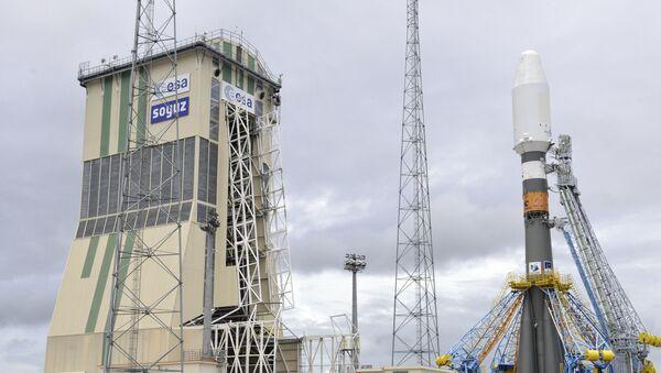 Un lanceur russe Soyouz-ST-B installé sur un pas de tir à Kourou - Sputnik France