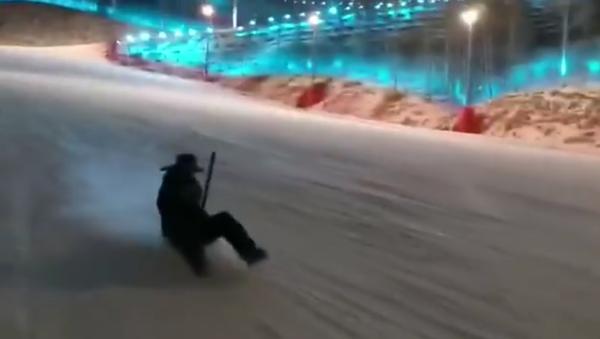 Qui a besoin d'un snowboard quand il a un une pelle? - Sputnik France