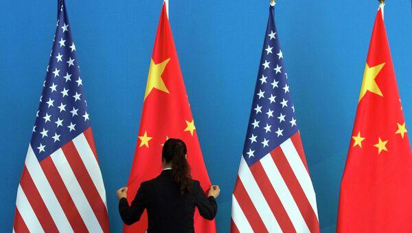 Drapeaux de la Chine et des USA - Sputnik France