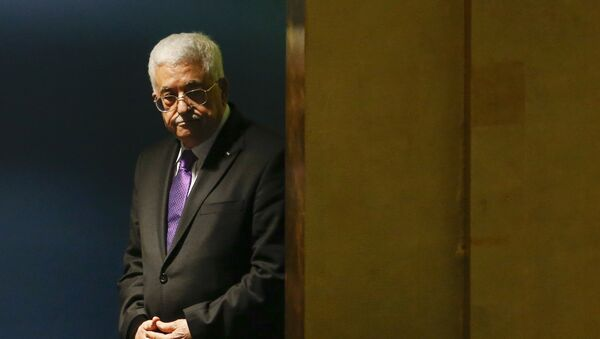 Palestinian President Mahmoud Abbas enters the hall to deliver his address during the 70th session of the United Nations General Assembly at the U.N. headquarters in New York, September 30, 2015 - Sputnik France