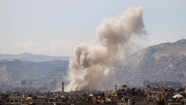 Smoke billows following a reported air strike in the rebel-held parts of the Jobar district, on the eastern outskirts of the Syrian capital Damascus - Sputnik France