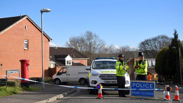 Des policiers aux abords de la maison de Sergueï Skripal à Salisbury - Sputnik France