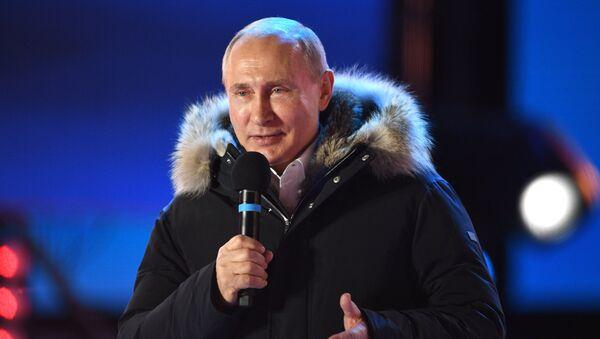 Президент РФ В. Путин посетил митинг-концерт в Москве, посвященный годовщине воссоединения Крыма с Россией - Sputnik France