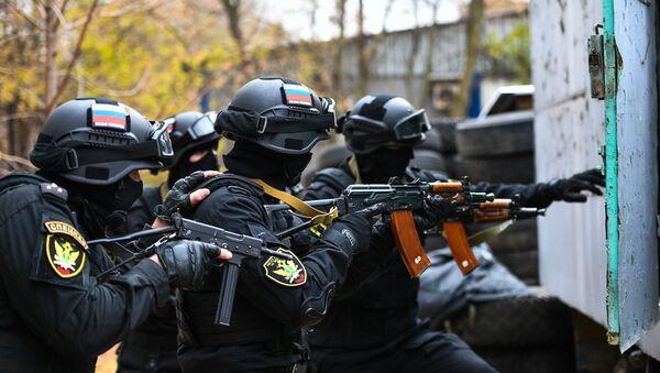Exercices des membres des unités spéciales russes - Sputnik France